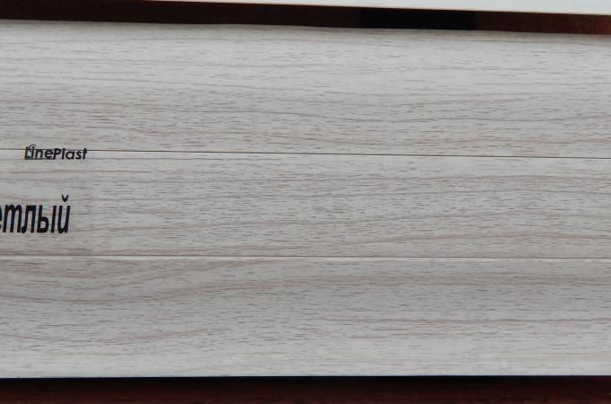 Плинтус пластиковый широкий Ясень светлый в Ростове на Дону